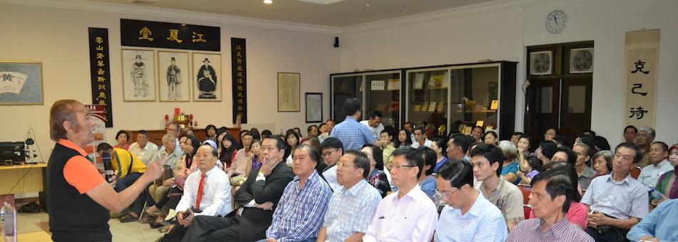 Prof. Budi Warsono berbicara dalam Perkumpulan Huang mengenai pentingnya mendeteksi kanker dan efektifitas TXL